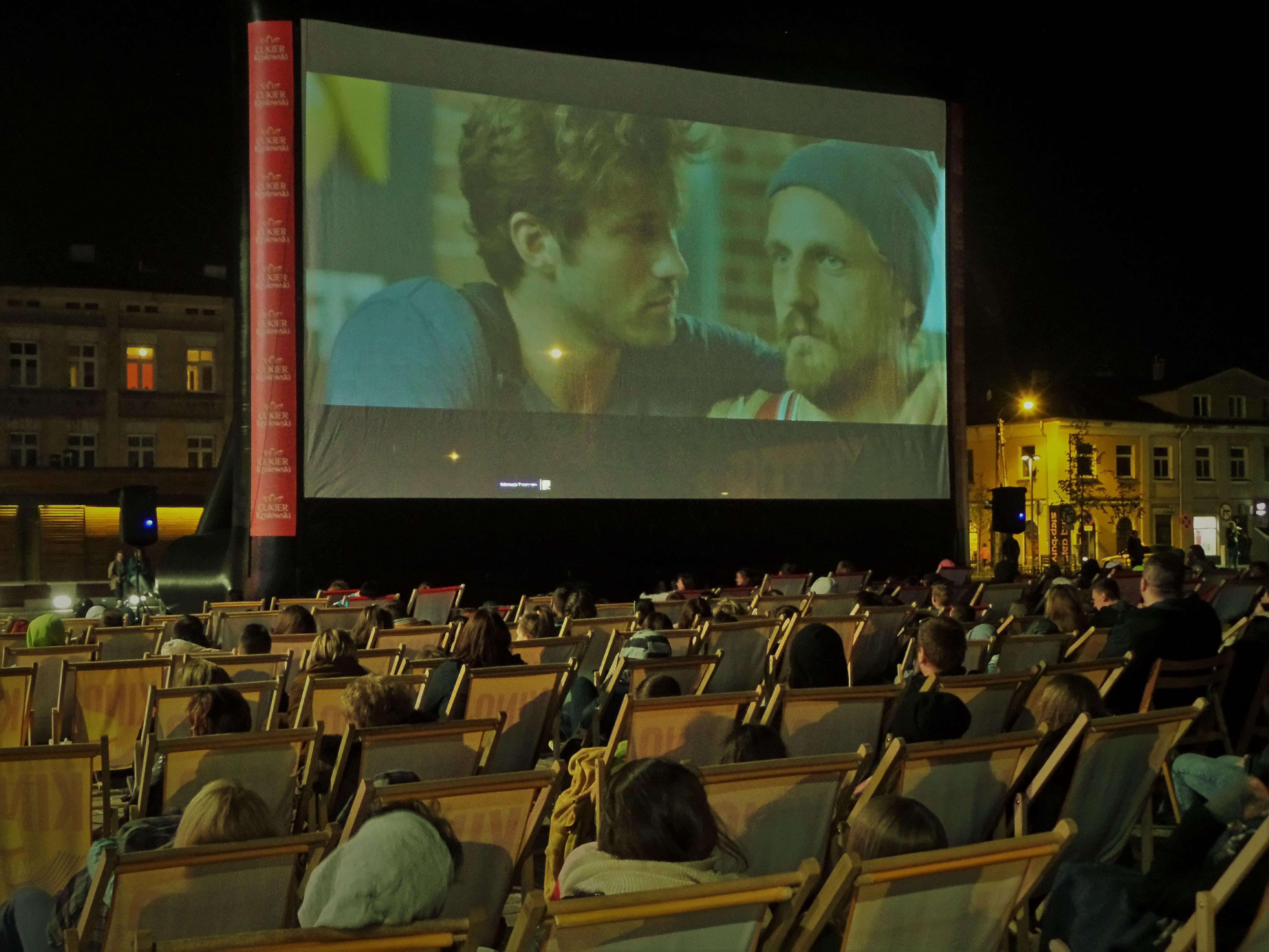 kino na leżakach