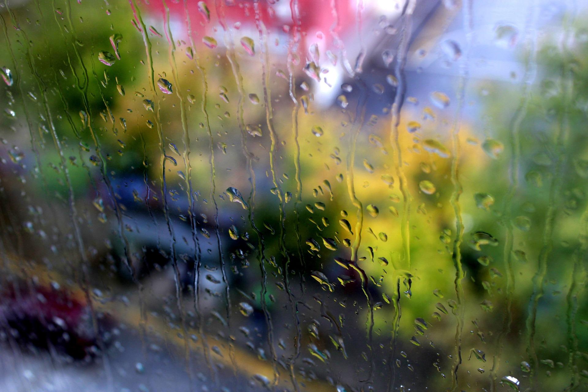 silny deszcz oraz burze w tomaszowie