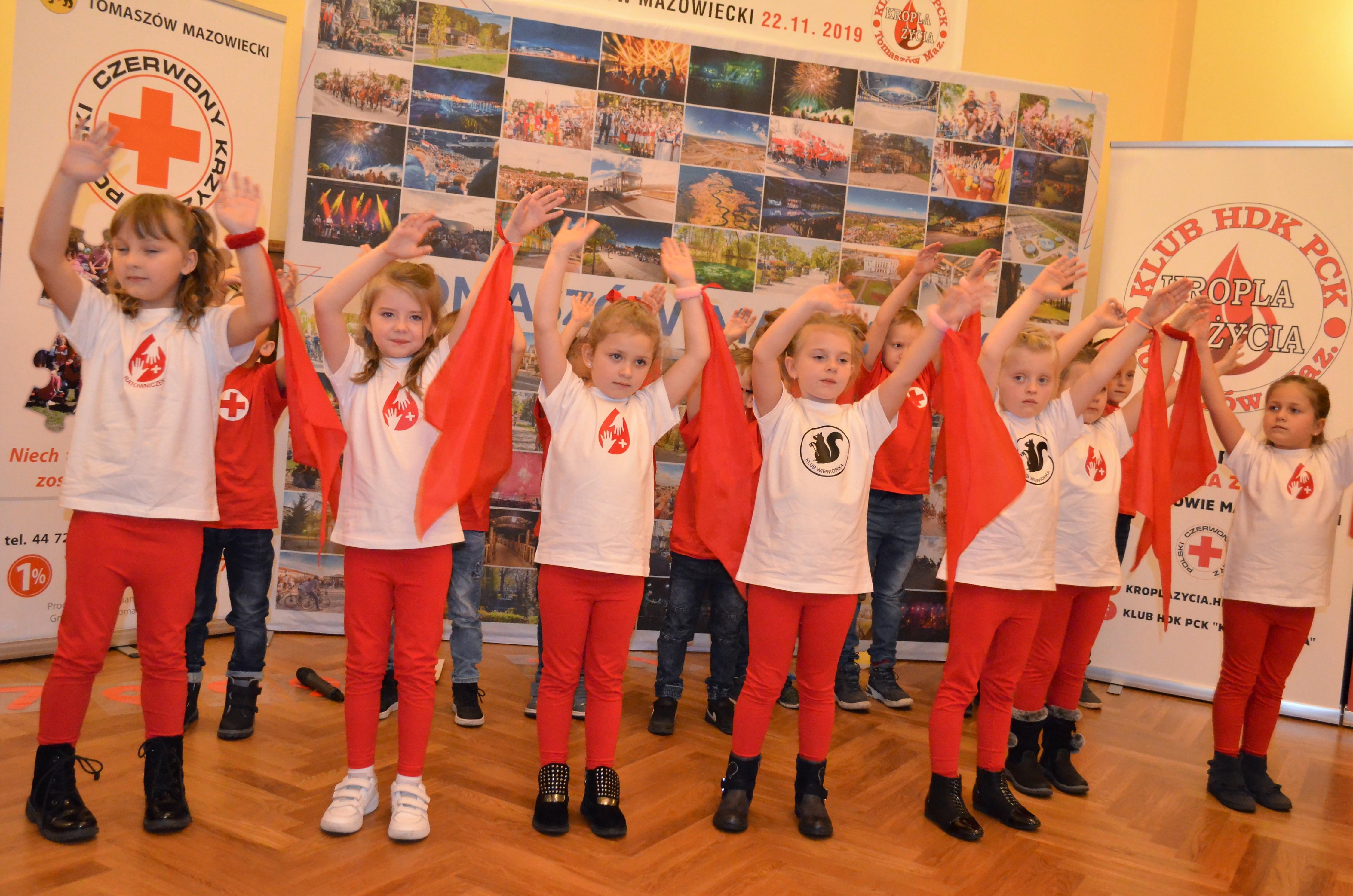 100-lecie PCK występ przedszkolaków