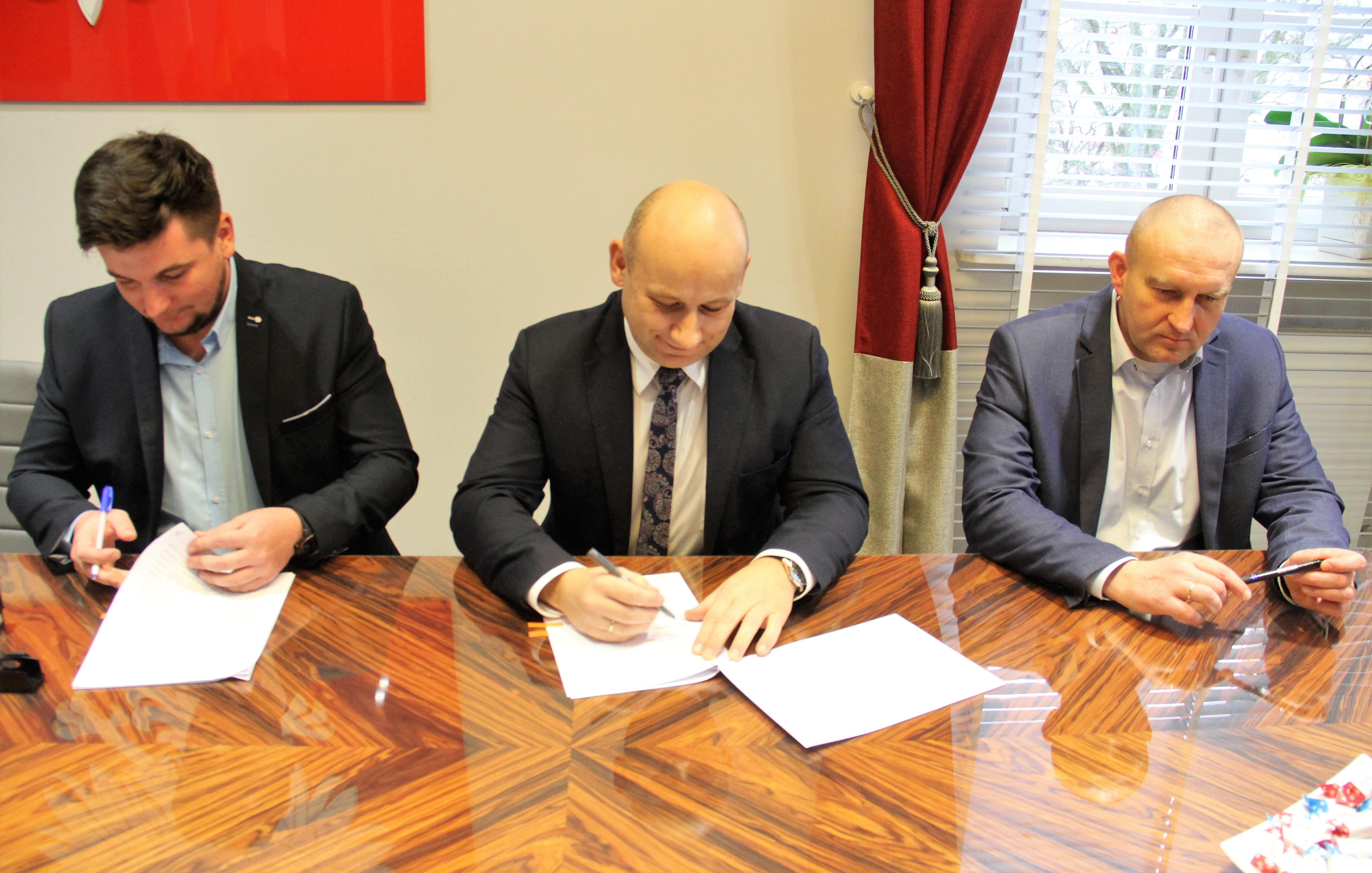 podpisanie umowy na budowę żłobka2019