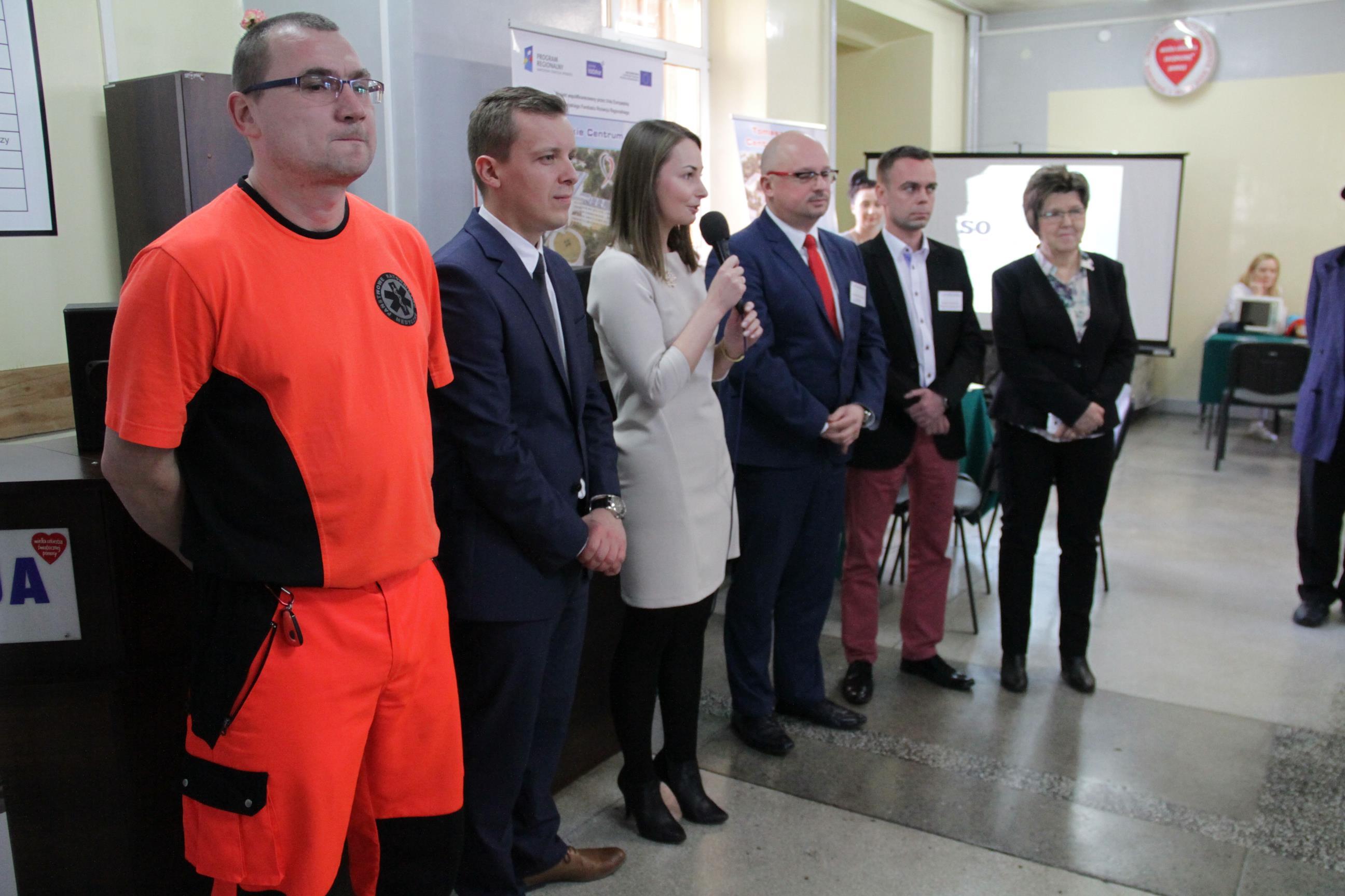 Na zdjęciu wiceprezydent Zofia Szymańska, prezes TCZ Konrad Łukaszewski oraz pozostali uczestnicy obchodów Dnia Chorego w TCZ