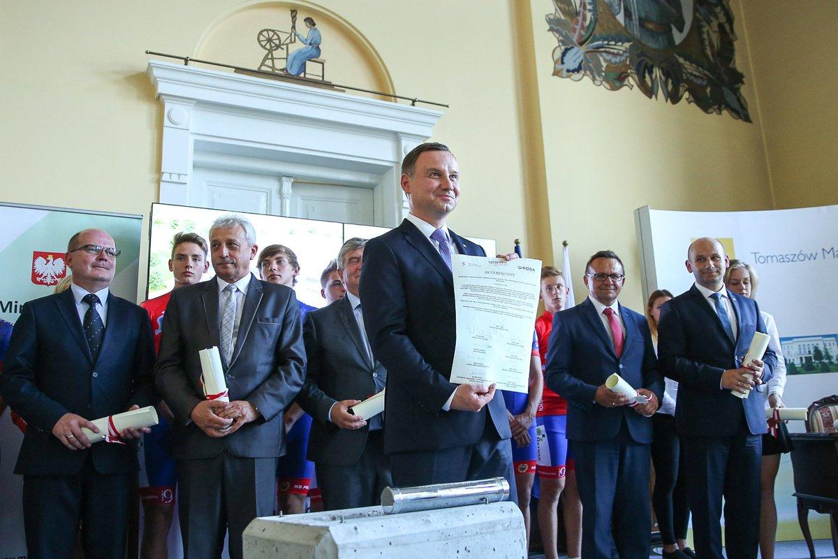 Prezydent Andrzej Duda wmurował kamień węgielny pod budowę pierwszej w Polsce hali lodowej