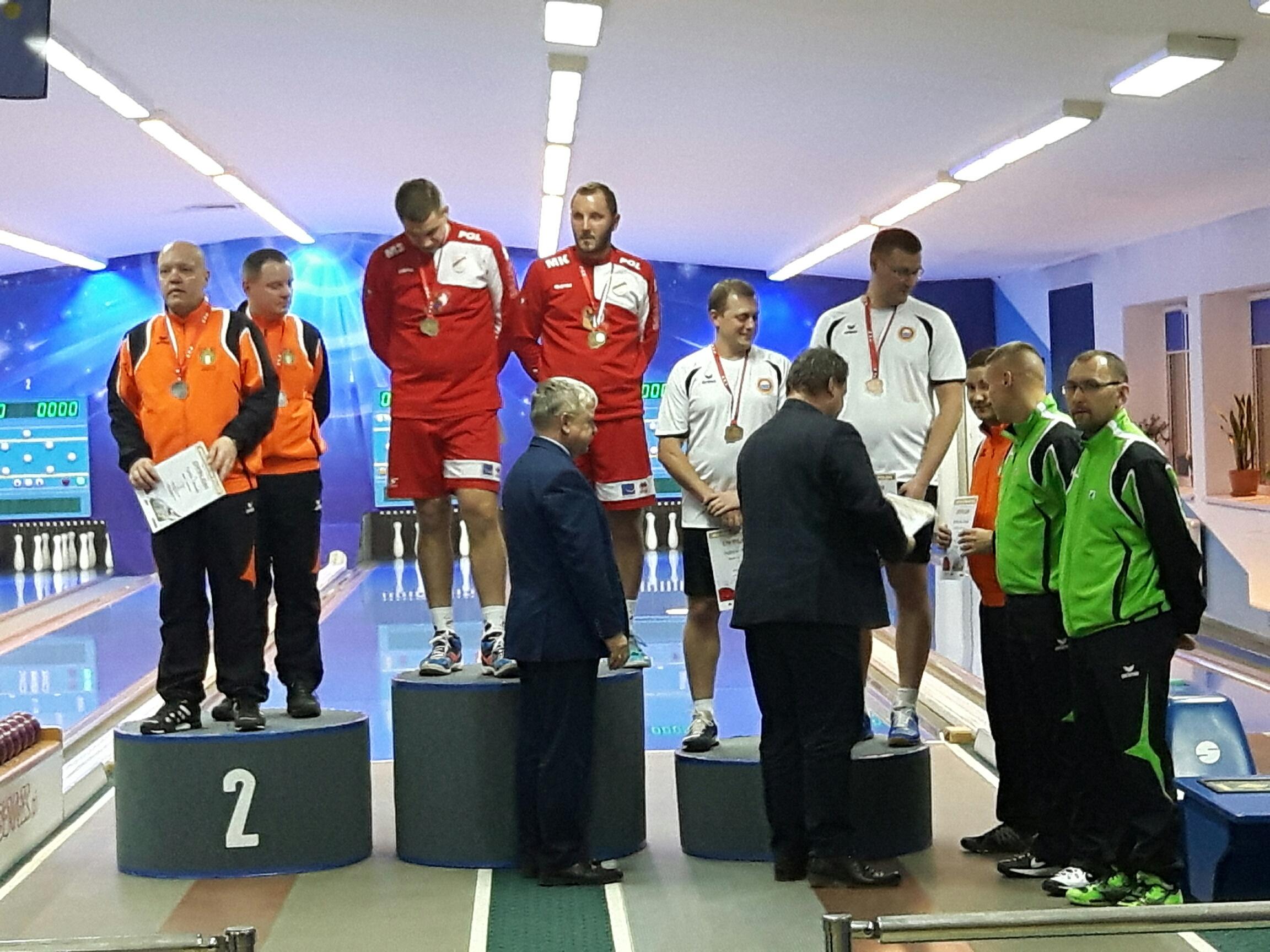 Zdjęcie z wręczenia medali