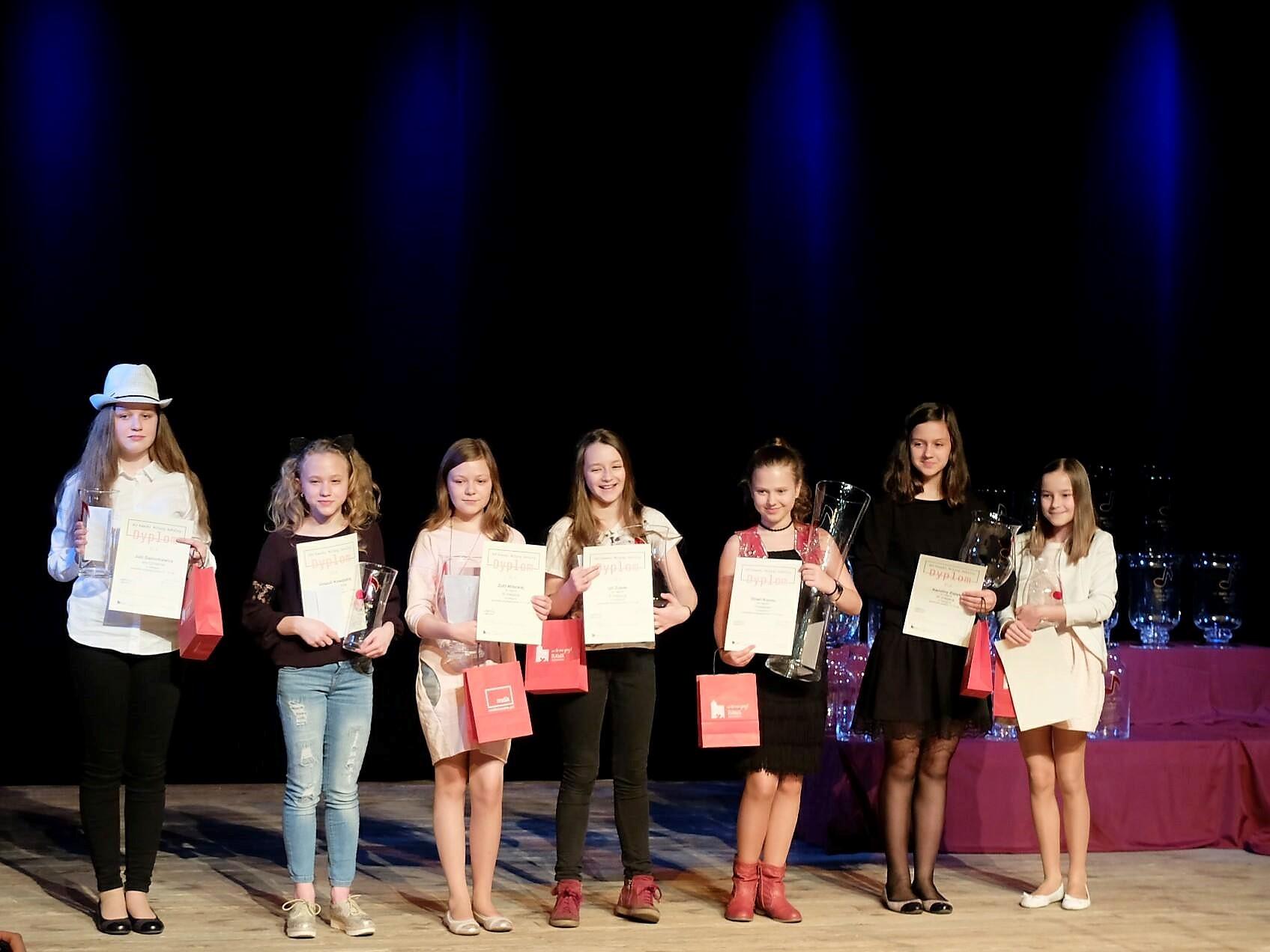 zdjęcie młodych wokalistek