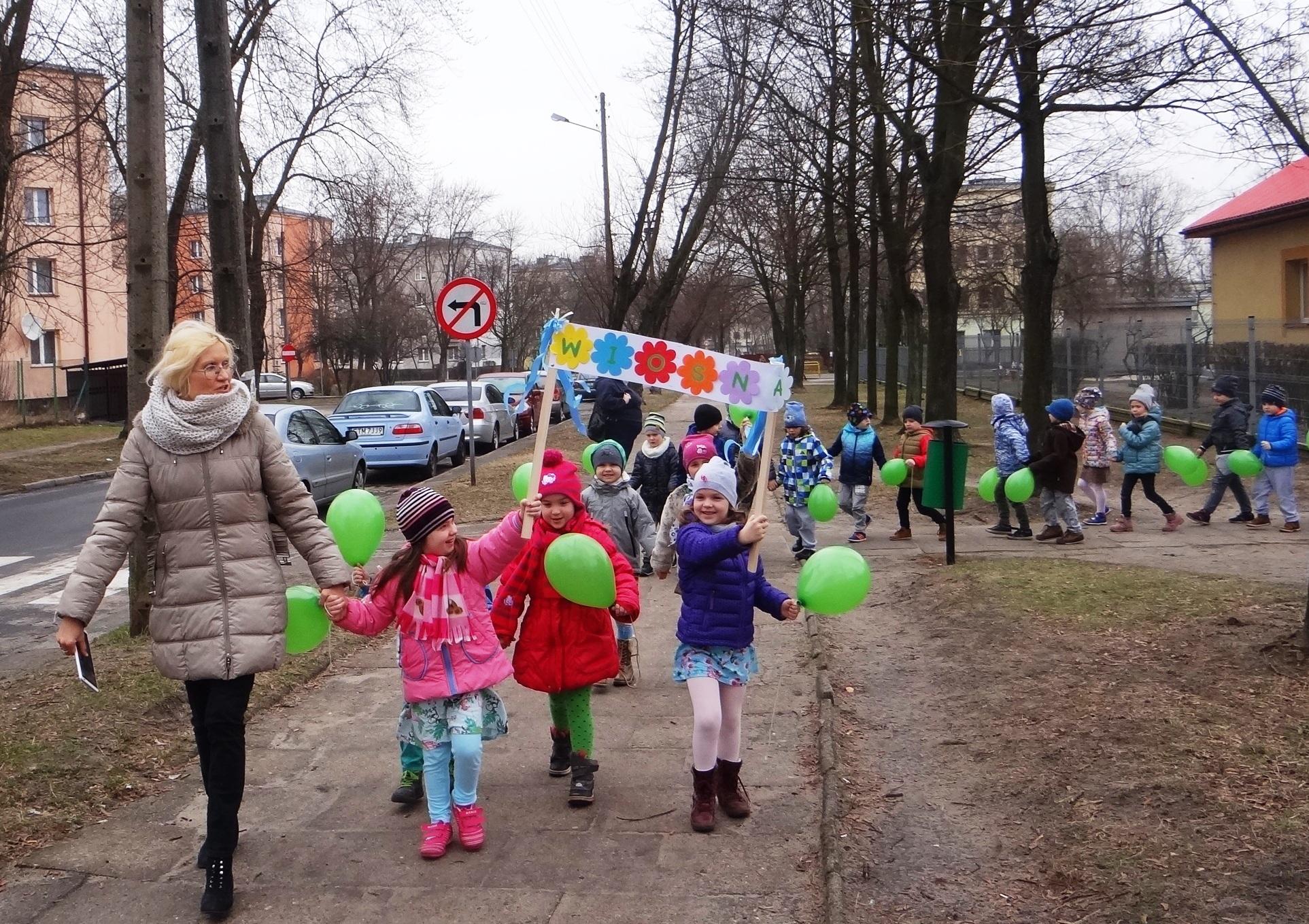 Dzieci z przedszkola nr 7 witają wiosnę