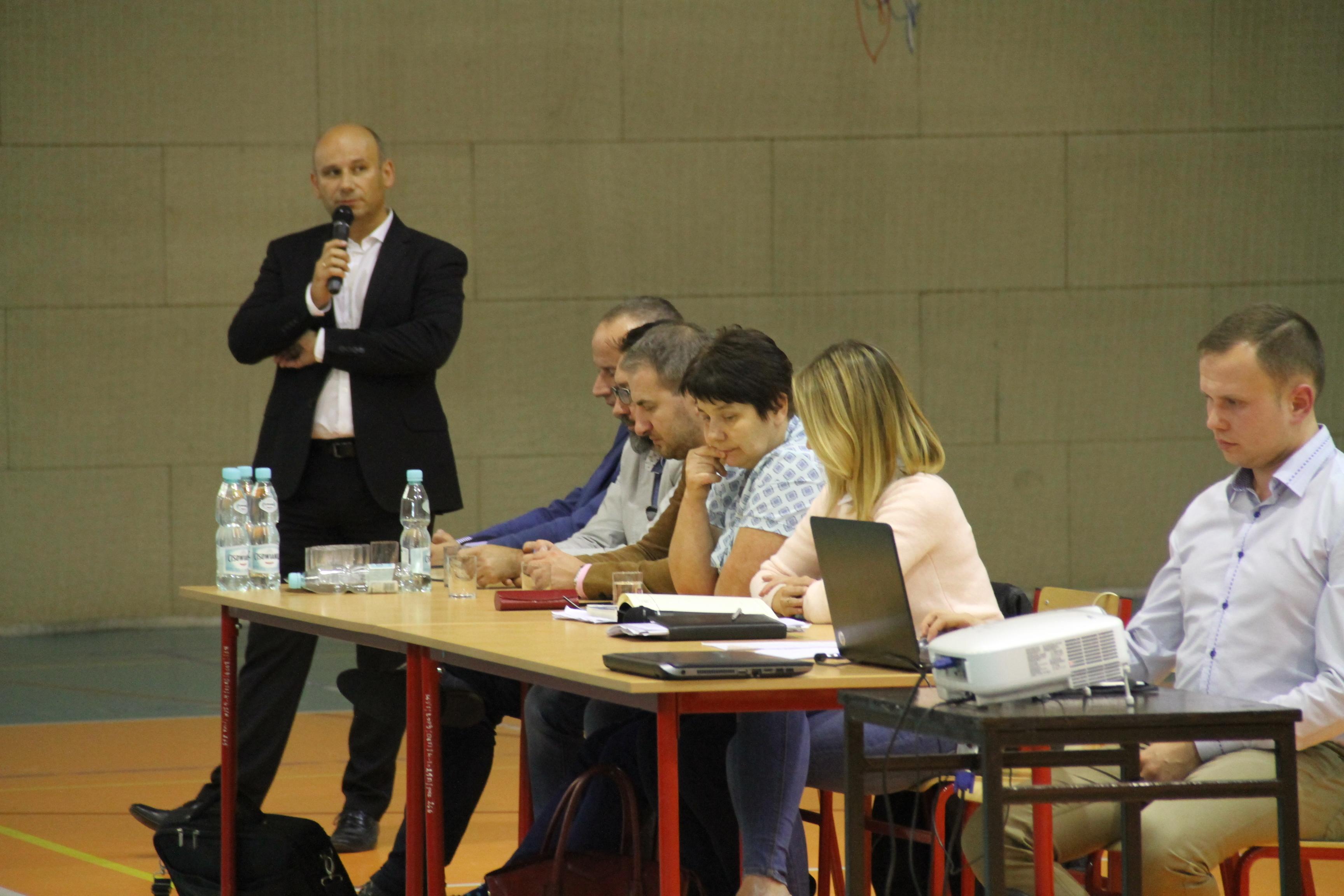 Prezydent Marcin Witko podczas spotkania