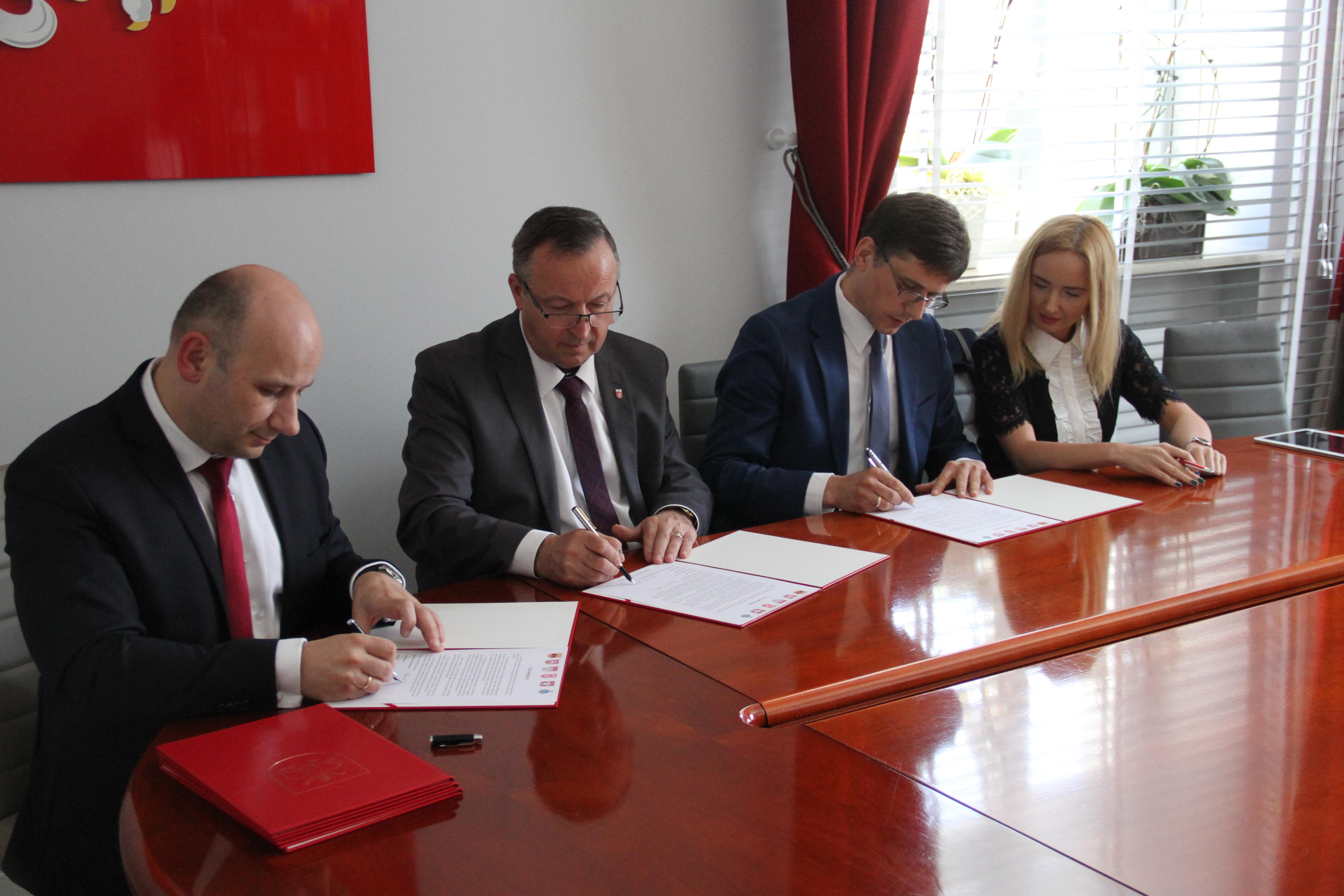Zdjęcie z podpisania listu intencyjnego