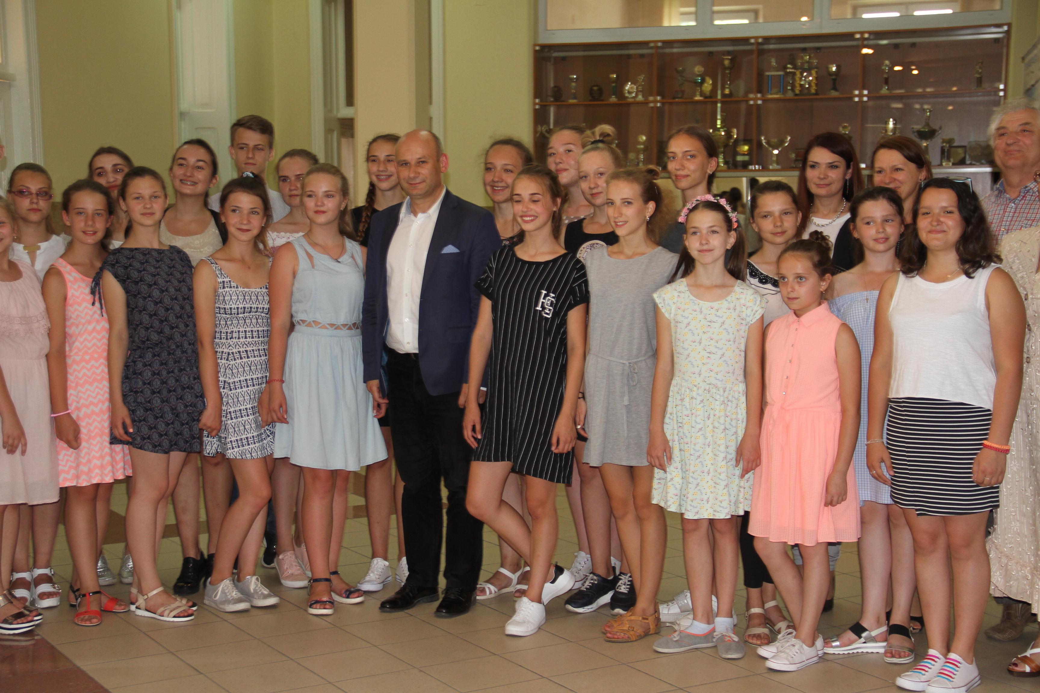 Dzieci z kolonii z prezydentem
