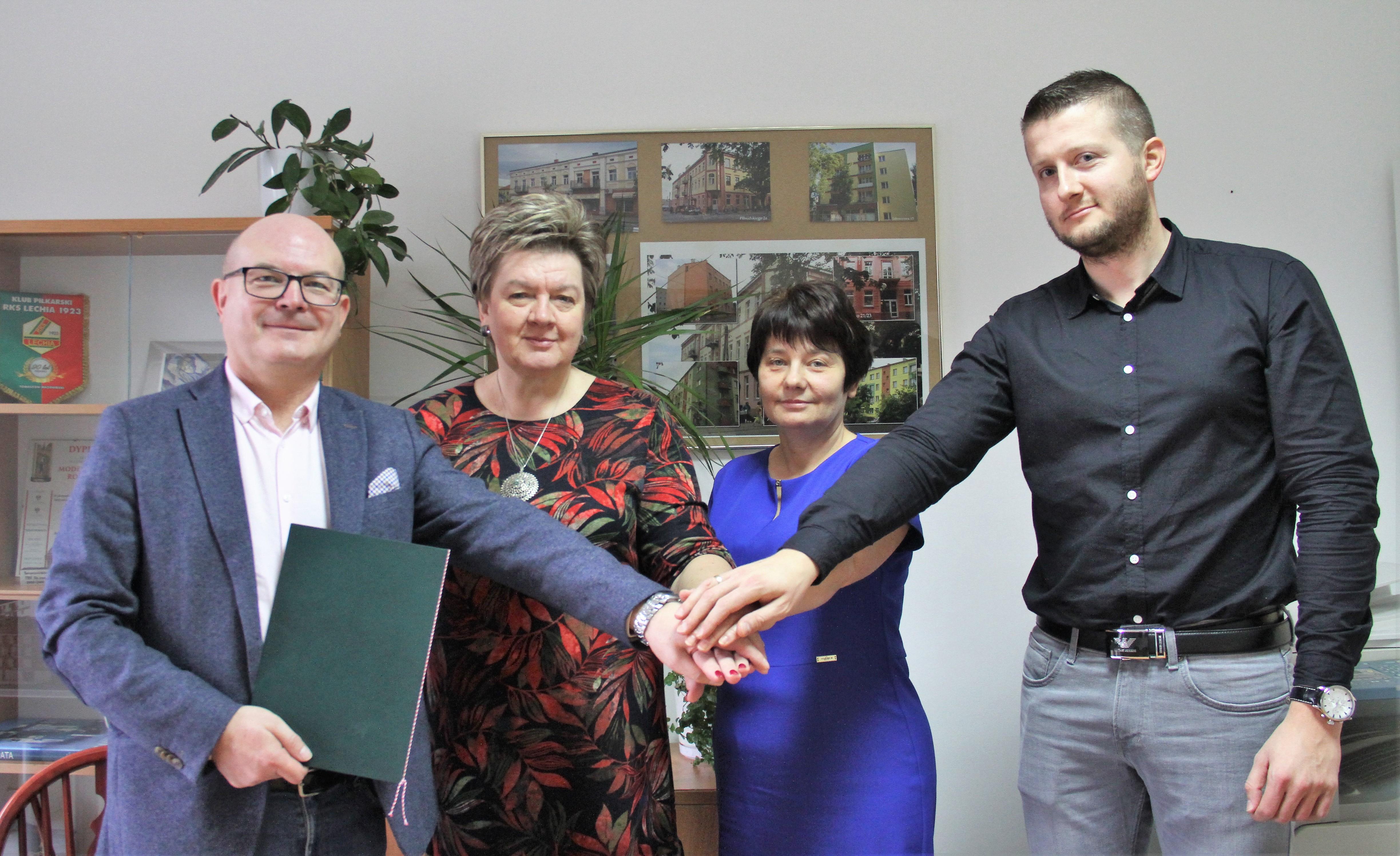 zdjęcie podpisanie umowy mieszkanie tm listopad 2019 - 3