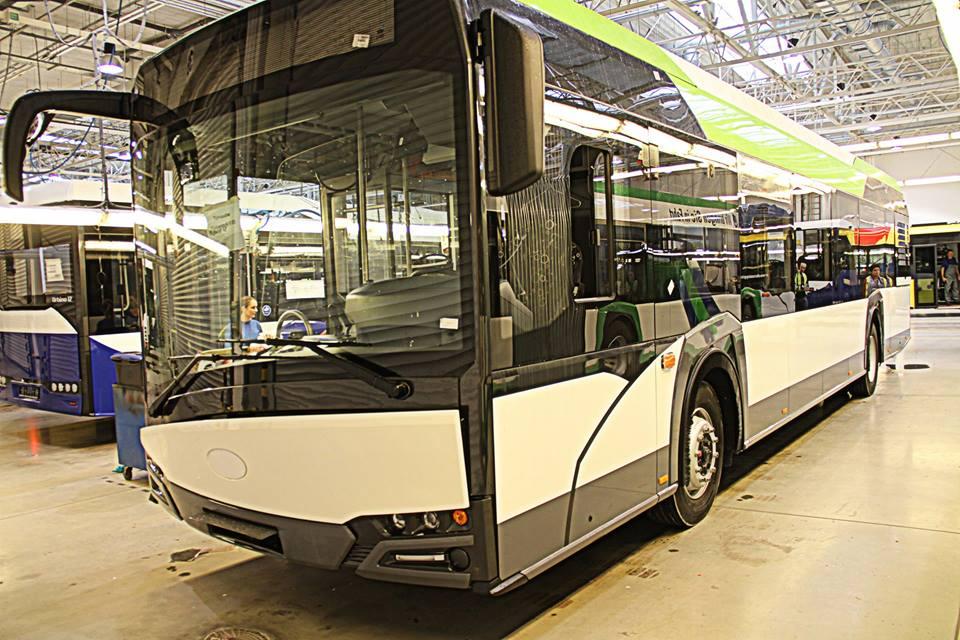 Zdjęcie nowego autobusu w trakcie budowy