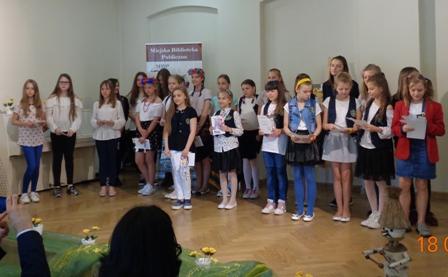 uczestnicy przeglądu z tomaszowskich szkół.Fot. Joanna Chojnacka