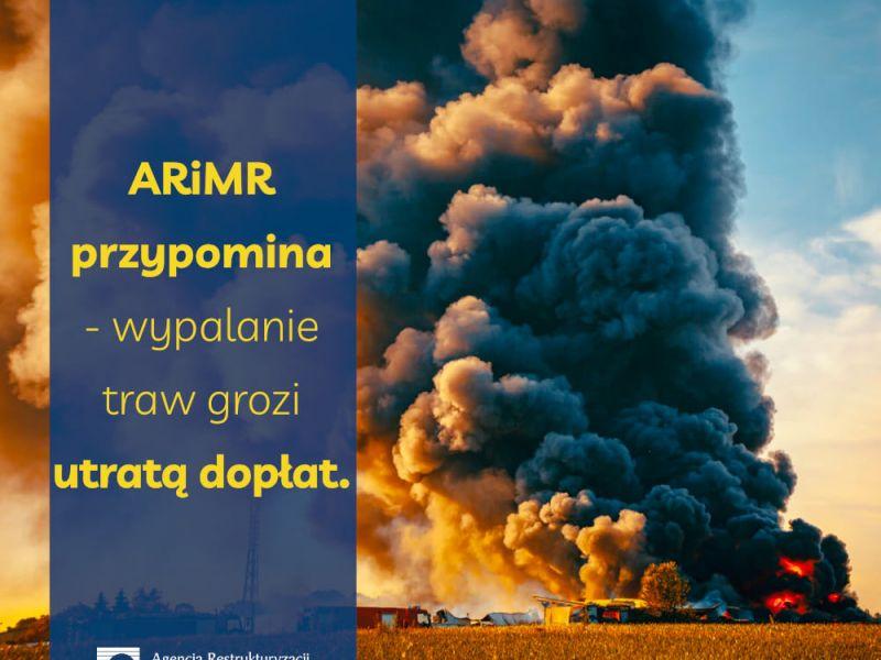 Na zdjęciu plakat Agencji Restrukturyzacji i Modernizacji Rolnictwa dotyczący nielegalnego wypalania traw. Na plakacie płonąca trawa, kłebu ognia i dymu