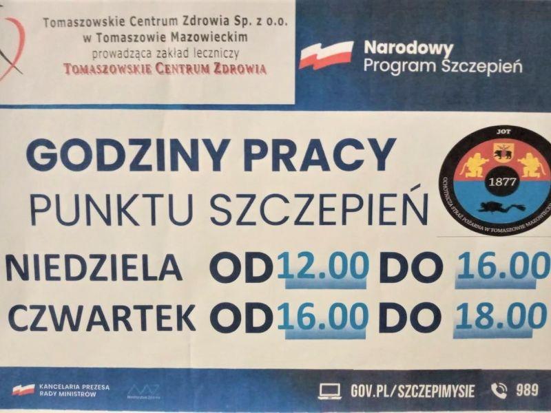 Na zdjęciu plakat punktu szczepień w OSP Tomaszów Mazowiecki. Na plakacie OSP Tomaszów Mazowiecki oraz informacja tekstowa