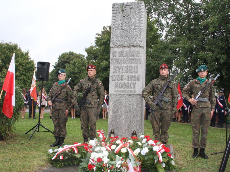 Na zdjęciu honorowa warta przed pomnikiem Zesłańców na Sybir podczas uroiczystości patriotycznej 17 września