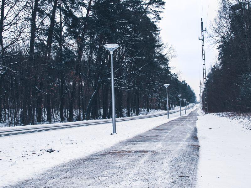 Nowe oświetlenie i nawierzchnia ścieżki rowerowej w kierunku Grot Nagórzyckich