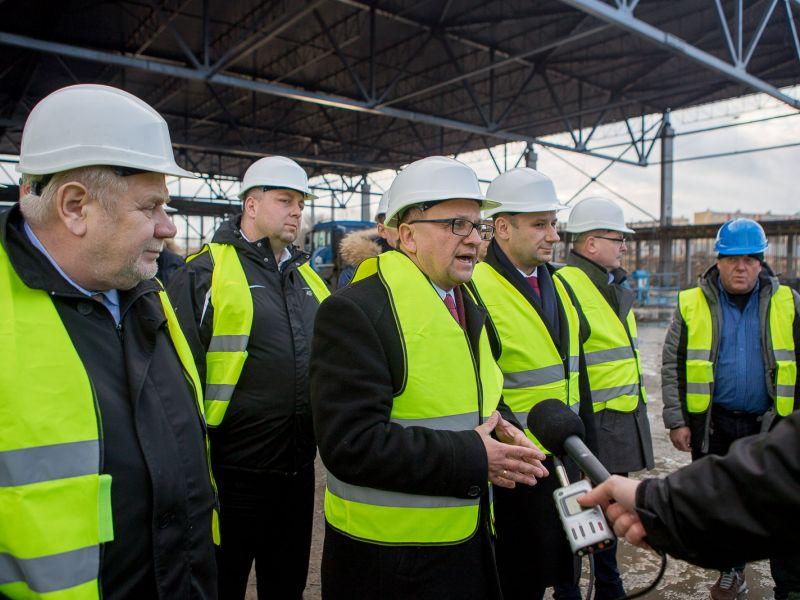 Budowa Areny Lodowej. Członkowie sejmowej komisji sportu z wizytą w Tomaszowie