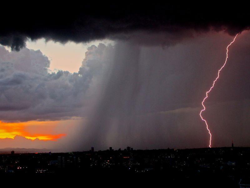 deszcz z burzami