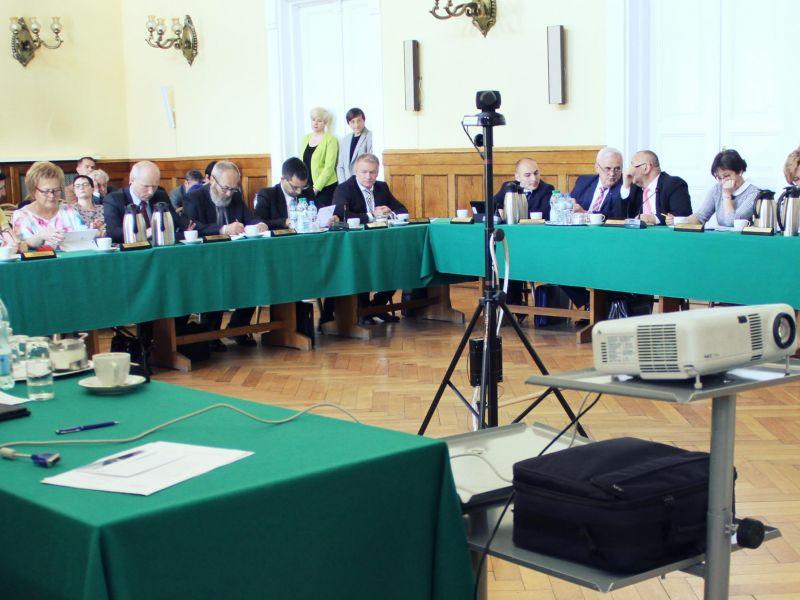 Miasto dofinansuje zakup karetki transportowej dla Tomaszowskiego Centrum Zdrowia