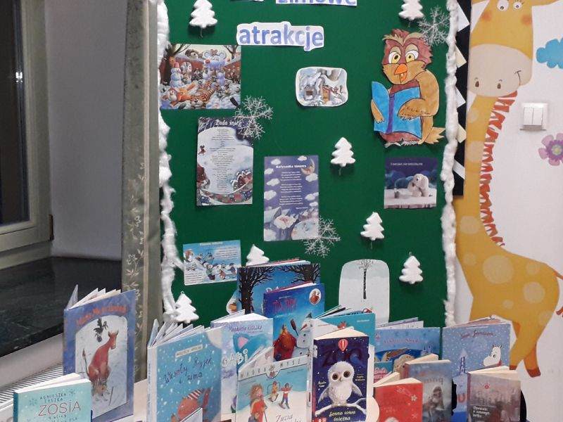 Na zdjęciu zimowa wystawa w Bibliotece w ramach akcji