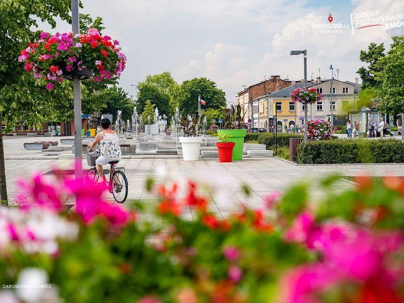 Tysiące kwiatów ozdabia miasto