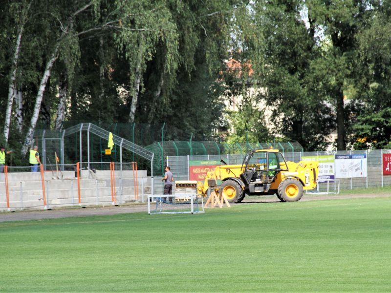 Stadion: trwają prace przy trybunie
