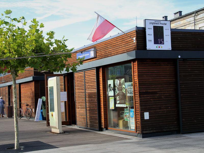 Na zdjęciu budynek informacji Turystycznej na placu Kościuszki