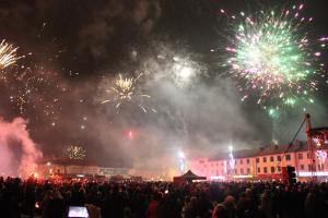 Tomaszowianie powitali nowy rok na pl. Tadeusza Kościuszki [ZDJĘCIA]