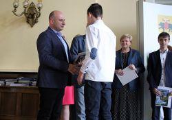 Najlepsi uczniowie w Tomaszowie Mazowieckim nagrodzeni [ZDJĘCIA]