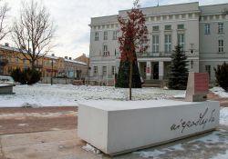 Ławka Niepodległości w Tomaszowie Mazowiecki