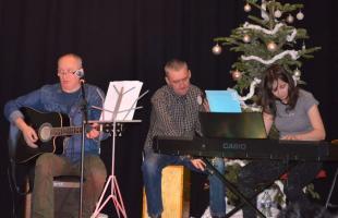 Rodzinne śpiewanie kolęd w DOK-u