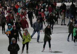 Bezpłatne lodowisko dla dzieci i młodzieży do 30 grudnia
