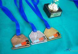 Na fotografii medale i puchar dla zawodników zawodów Arena Cup 2 w Arenie Lodowej