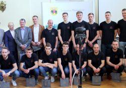 Siatkarze Lechii nagrodzeni podczas sesji Rady Miejskiej