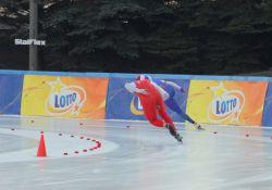 Łyżwiarze na zawodach w Collalbo i Berlinie