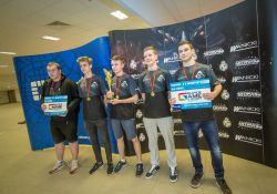 Uczniowie I LO złotymi medalistami Mistrzostw Polski Szkół w E-Sporcie
