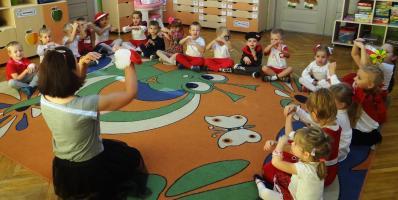 Przedszkolaki świętują 100-lecie odzyskania niepodległości przez Polskę