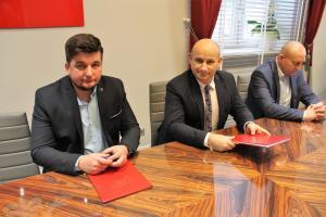 Dobra wiadomość dla młodych mam – umowa na budowę nowego żłobka podpisana. Będzie więcej miejsc dla maluchów