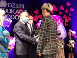 Nauczyciele nagrodzeni i odznaczeni z okazji Dnia Edukacji Narodowej