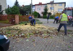 Służby pracują nad usuwaniem skutków wichury