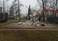 Trwa rozbiórka pomnika – będzie ekologiczny skwer